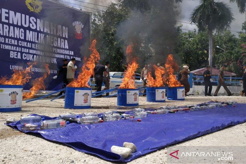 Kantor Bea Cukai Luwuk musnahkan rokok dan miras ilegal