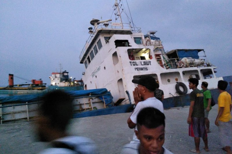 Kapal tol laut tenggelam di Pelabuhan Lewoleba