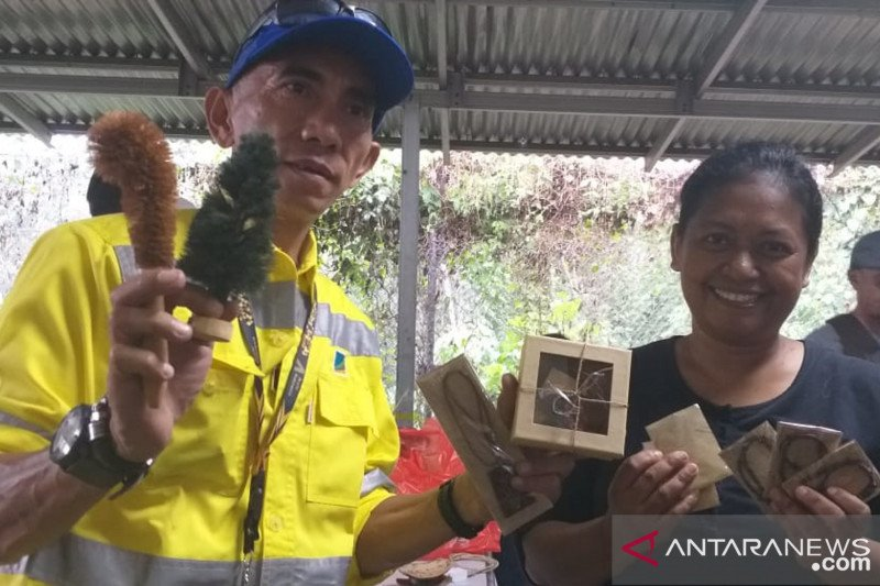 PT MSM-PT TTN membantu perajin sabut Desa Pinenek kembangkan usaha
