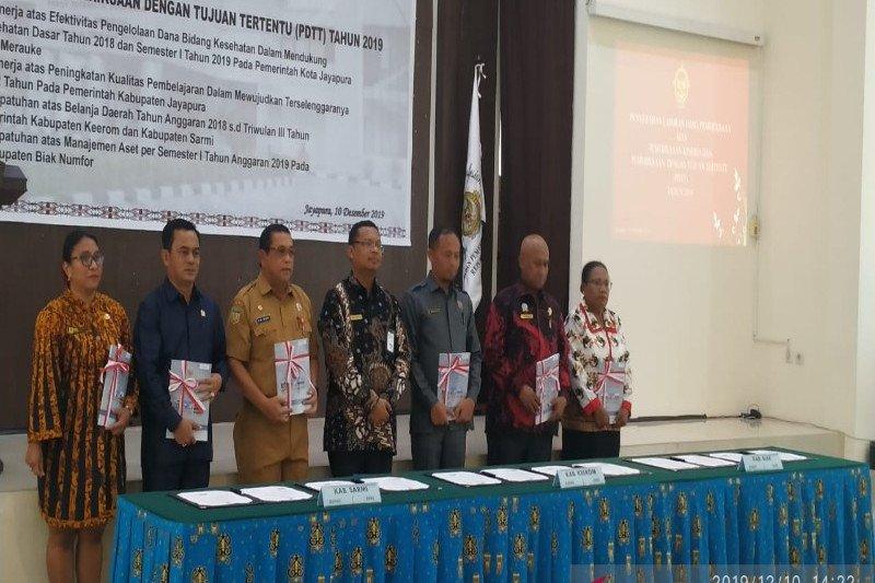 BPK Papua serahkan LHP Kinerja dan PDTT enam kabupaten/kota