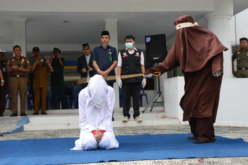 Terpidana pelanggar hukum Syariat Islam jalani eksekusi cambuk
