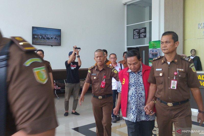 Jaksa Tahan Mantan Kepala DPPKA Solok Terkait Korupsi Bansos