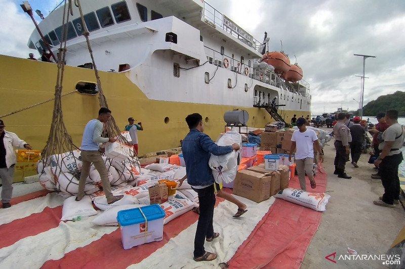 Bantuan kepolisian untuk korban banjir tiba di Tambelan