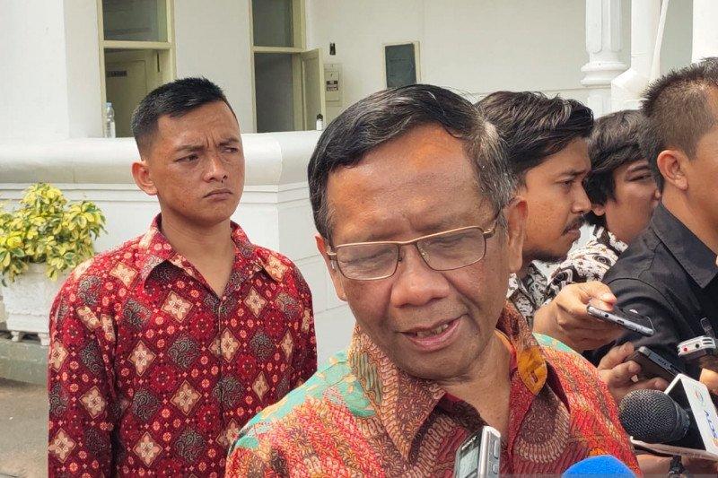 Jokowi minta Menko Polhukam Mahfud MD kawal penyelesaian kasus pelanggaran HAM