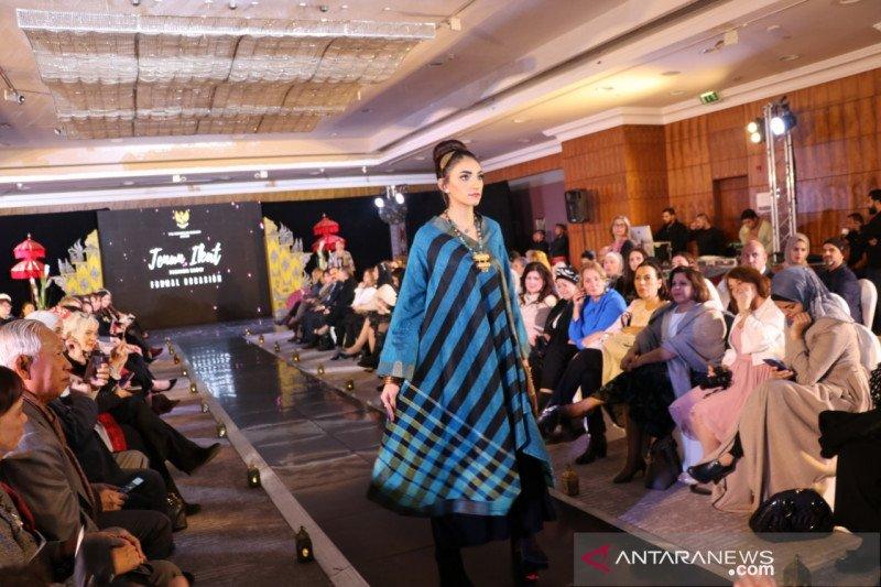 KBRI Amman perkenalkan tenun Ikat ke masyarakat Yordania
