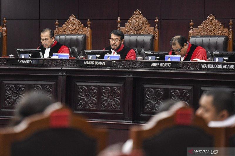 Putusan MK, Pengamat: efektif kurangi mantan koruptor maju Pilkada