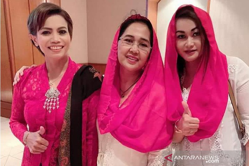 Rampak Sarinah berkampanye kebaya di Thailand