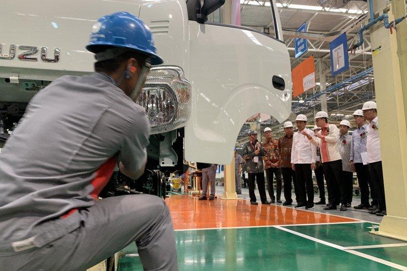Jokowi targetkan ekspor produk otomotif Indonesia capai 1 juta unit