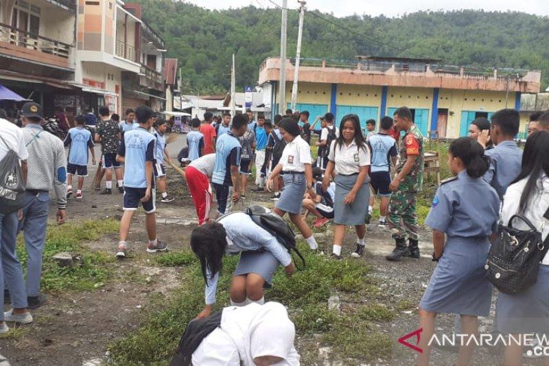 TNI di Kepulauan Sangihe bersihkan kawasan pasar sambut Hari Juang TNI AD