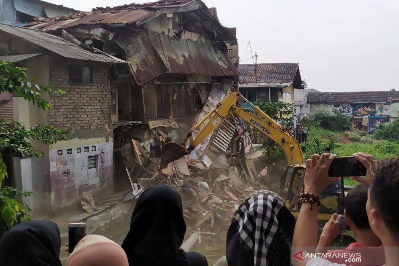 Satpol PP eksekusi bongkar paksa rumah warga di Tamansari Bandung