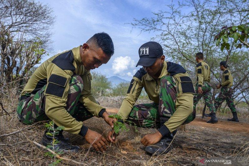 Tanam pohon untuk peringatan Hari Juang TNI AD