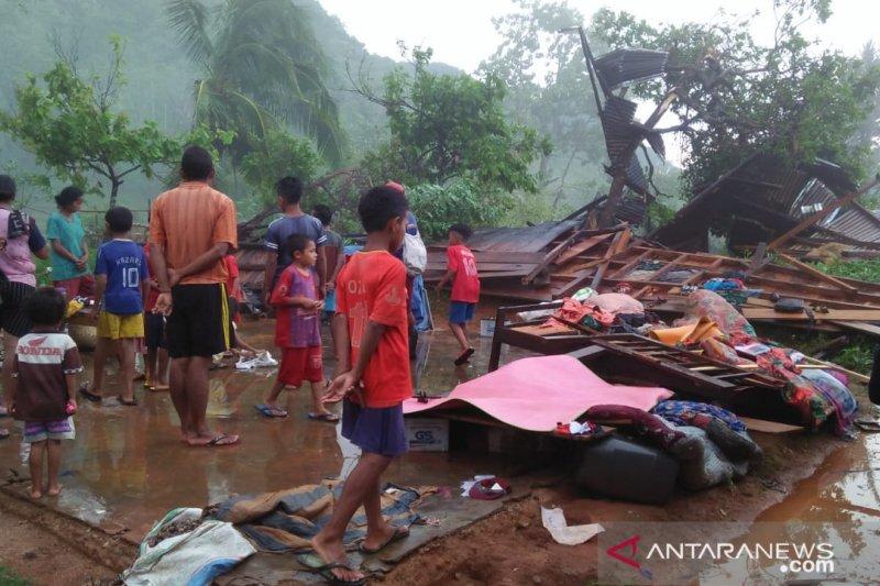 Empat rumah warga dan satu gereja di Manggarai Barat dihajar puting beliung