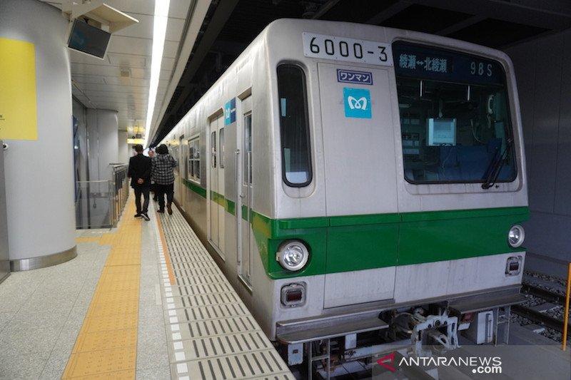 Di balik  kereta bawah tanah Jepang