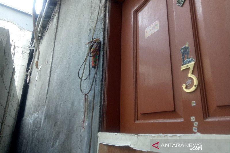 Gara-gara proyek ilegal, satu keluarga sulit mengakses rumahnya