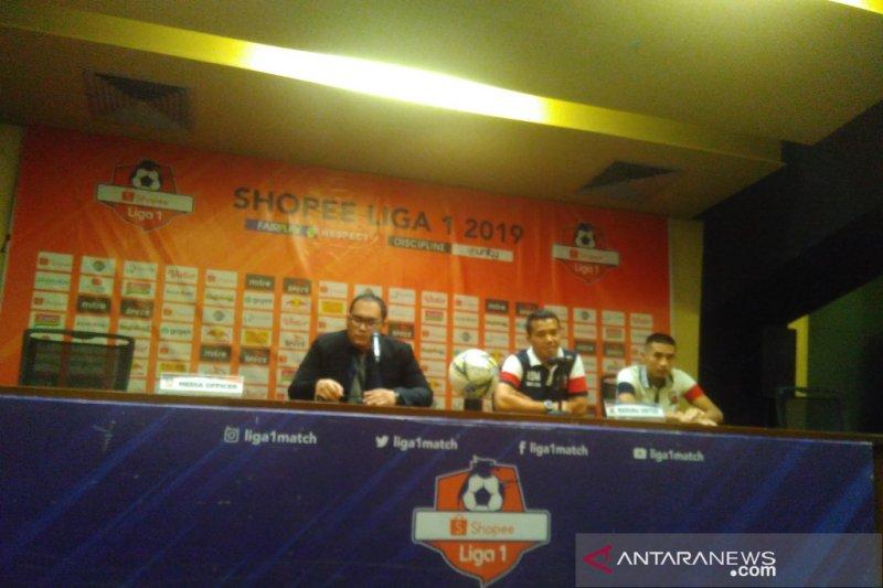 Tiga penalti, pelatih Madura United sebut wasit Thoriq layak masuk buku rekor dunia