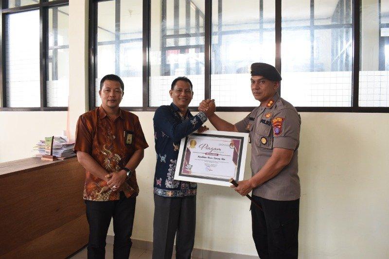 Polres Gumas terima penghargaan dari KPU Gumas