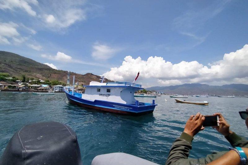 Nelayan Lamakera Flores Timur dapat bantuan kapal dari KKP
