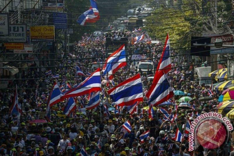 Ribuan orang unjuk rasa di Bangkok