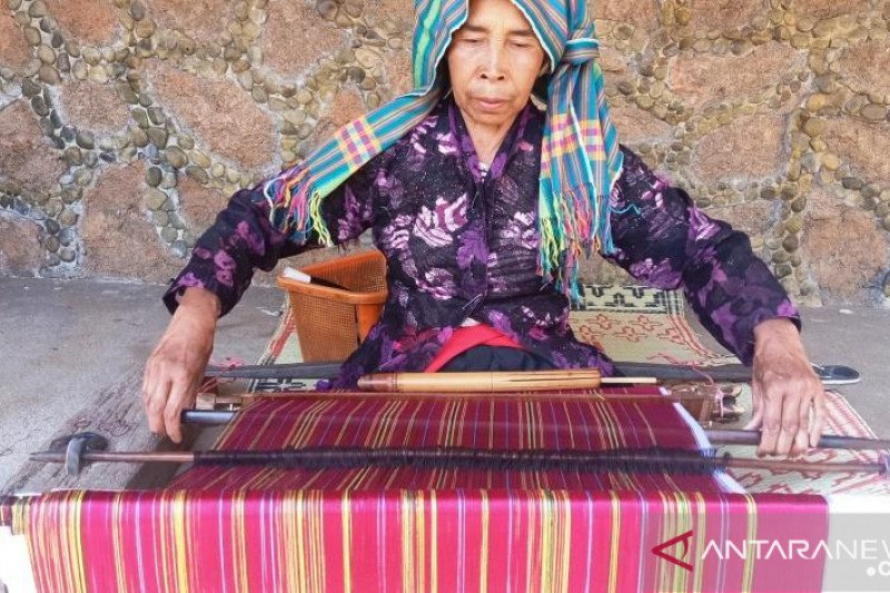 Bupati Lombok Timur komitmen kembangkan industri tenun