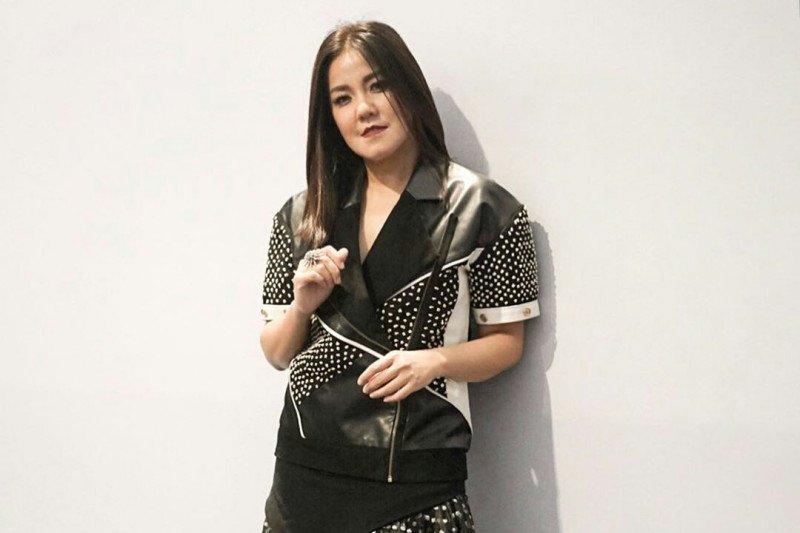 Ivy Batuta: Percaya diri dan modis tak cukup untuk sukses
