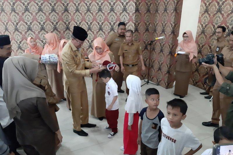 6.682 siswa SD dan SMP di Tanjungpinang dapat seragam gratis