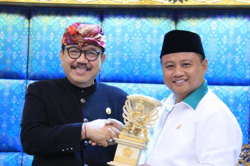 Wagub Jawa Barat ke Bali belajar tangani kemiskinan