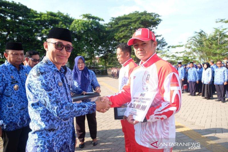 Pemkab Gowa serahkan bonus pada atlet berprestasi Sea Games 2019
