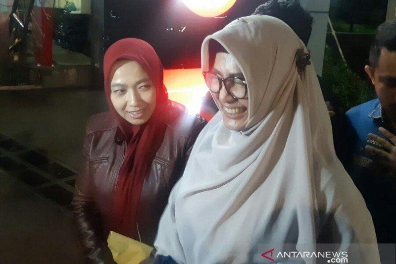 Istri Imam Nahrawi mengharapkan kasus yang jerat suaminya cepat selesai