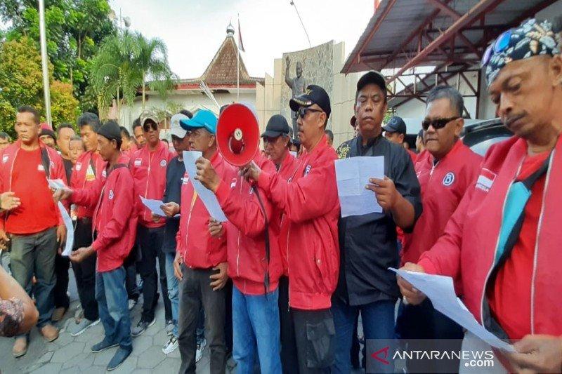 200-an sukarelawan Banteng  Solo Tengah dukung Purnomo-Teguh