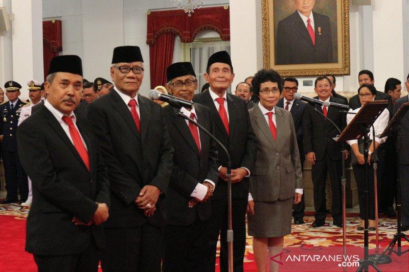 Dewan Pengawas KPK ucapkan sumpah di depan Presiden Jokowi