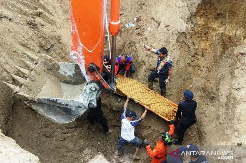 Warga yang terperosok di Bukittinggi  ditemukan meninggal di kedalaman tujuh meter