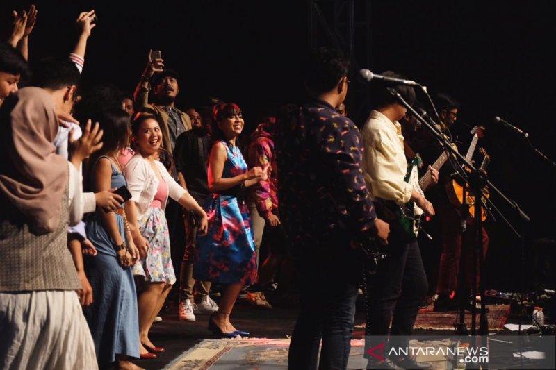 Band Mocca merayakan 20 tahun dengan konser penuh kebersamaan