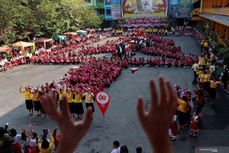 3.000 pelajar Thailand kirim ucapan Hari Valentine semangati China
