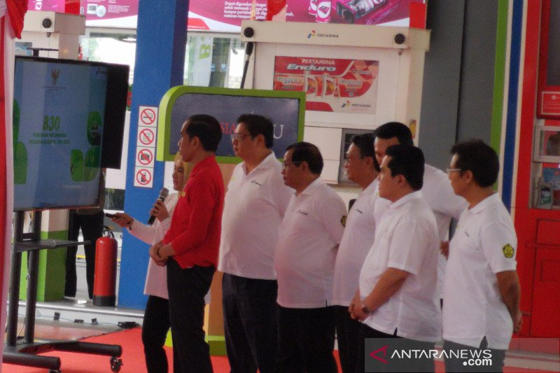 Jokowi launches B30 program at gas station in Jakarta