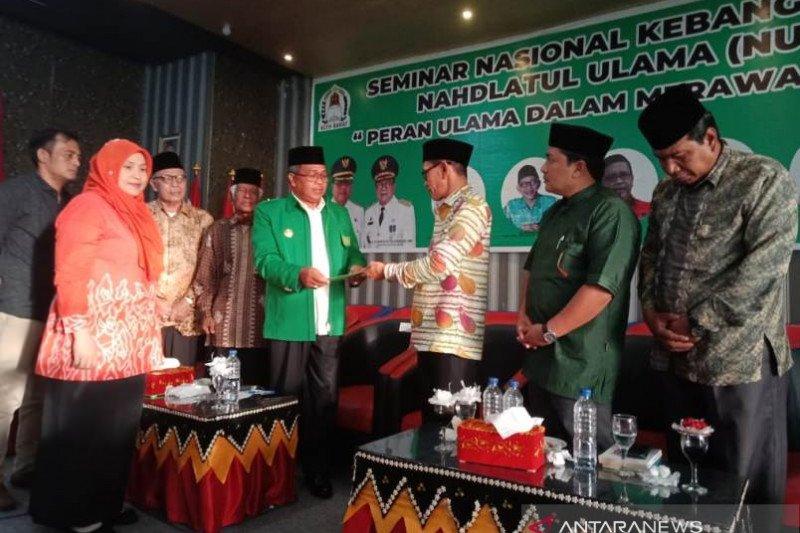 Bupati Aceh Barat menyerahkan rekomendasi ulama rawat NKRI ke Presiden