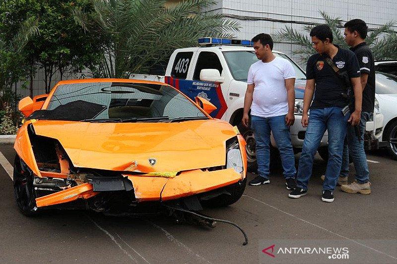 Aksi koboi pengendara Lamborghini hingga curhat gereja ke Anies