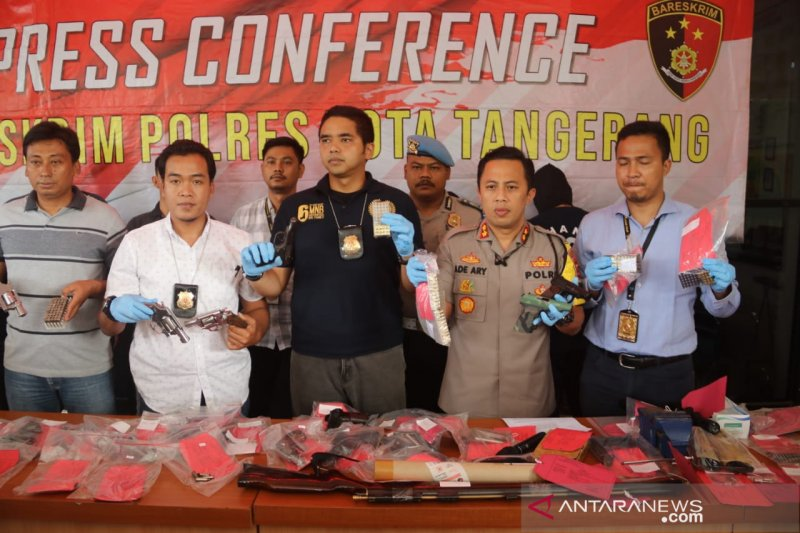 Polresta Tangerang ciduk pelaku jual beli senjata api