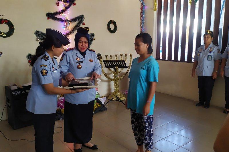 Enam warga binaan asing terima remisi Natal di Lapas Denpasar