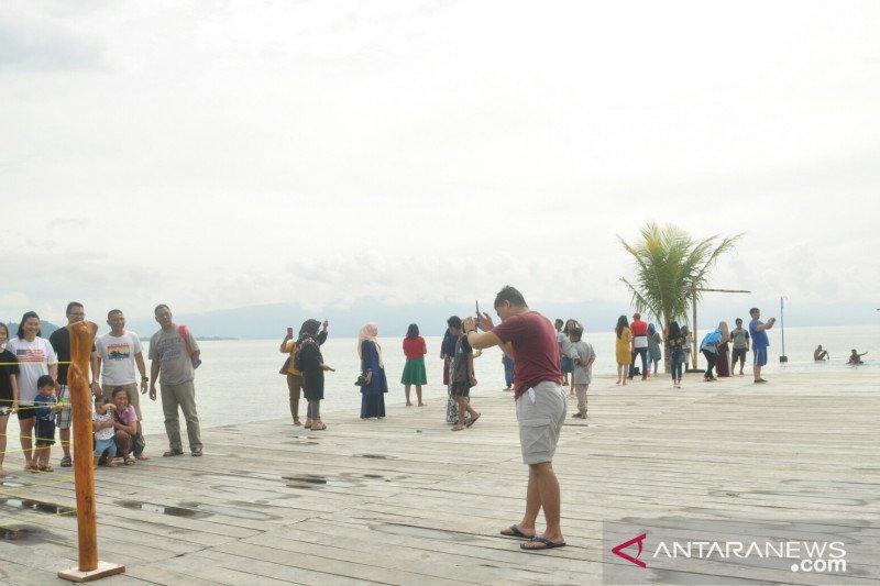 Libur Natal Danau Poso ramai dikunjungi wisatawan