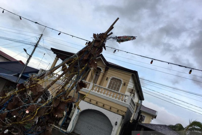 Korban tewas akibat topan di Filipina mencapai 13 orang