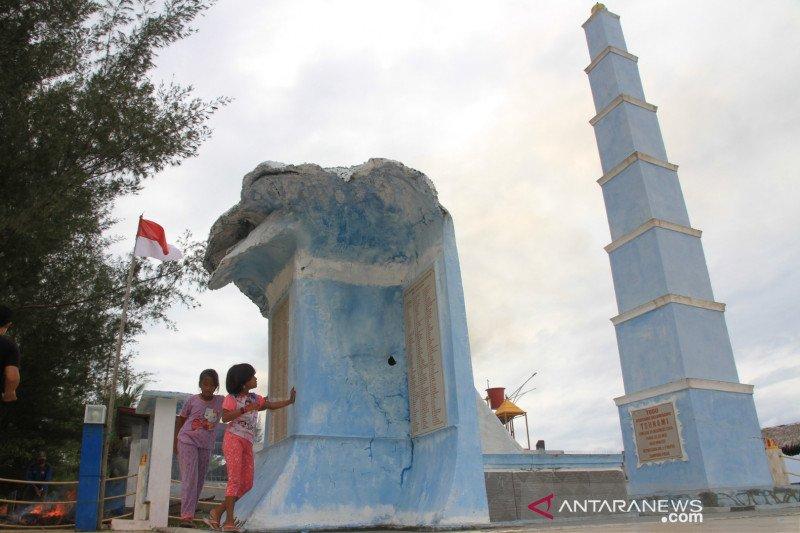 Tugu peringatan Tsunami di Aceh Barat
