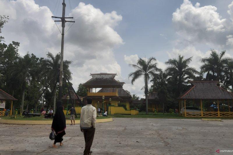 Istana Alwatzikoebillah bukti sejarah Kabupaten Sambas, destinasi wisata wajib dikunjungi