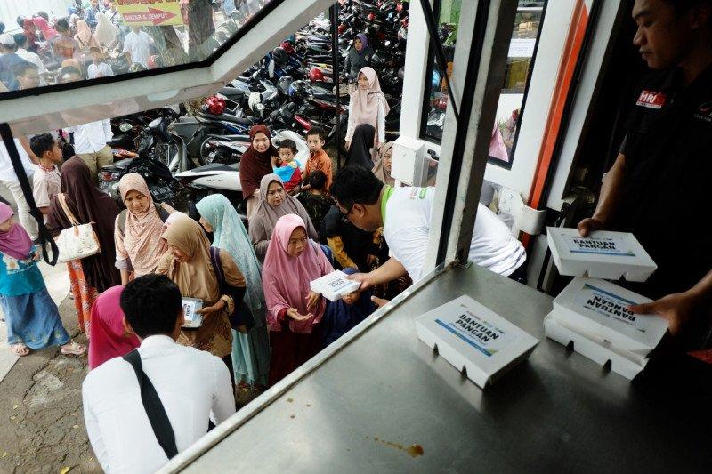 Ratusan paket makanan dibagikan ACT Madiun bagi jamaah shalat gerhana