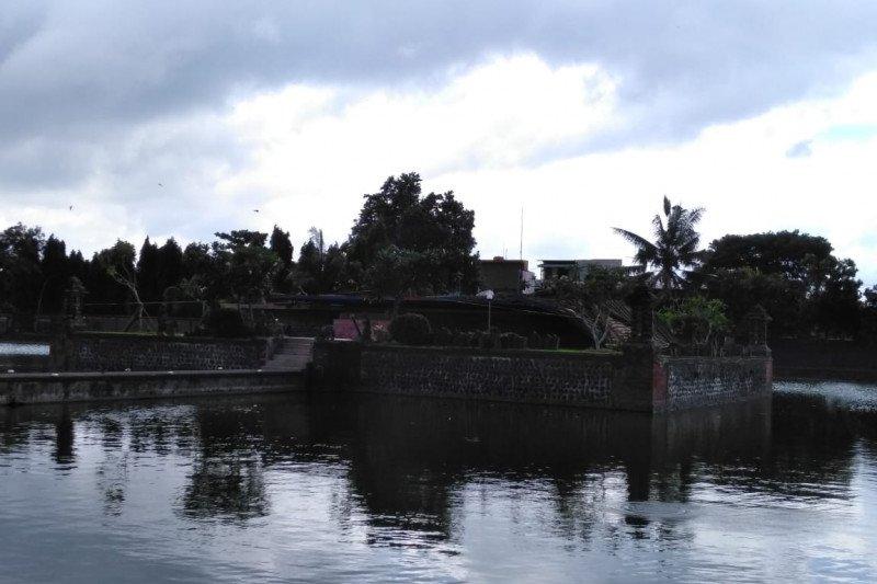 Robohnya cagar budaya Bale Kambang di Taman Mayura jadi daya tarik  wisata