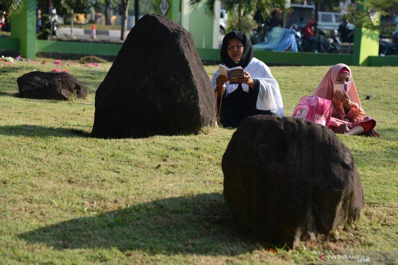 Ziarah kubur peringati 15 tahun tsunami di Aceh