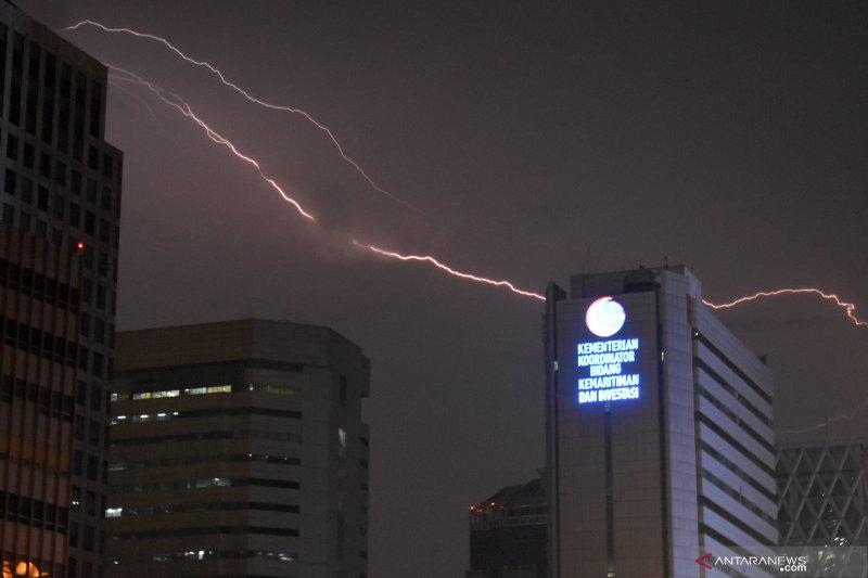 BMKG : Waspadai hujan dan kilat di Jaksel dan Jaktim pada Selasa