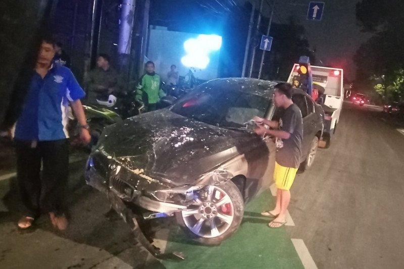 Dua korban tabrakan mobil dan sepeda harus dirawat inap