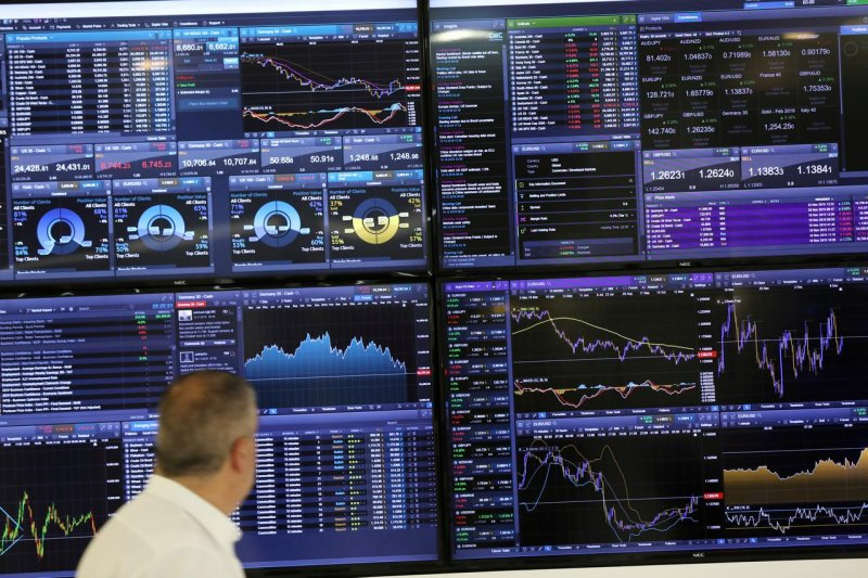 Bursa saham Inggris berakhir 0,85 persen lebih rendah