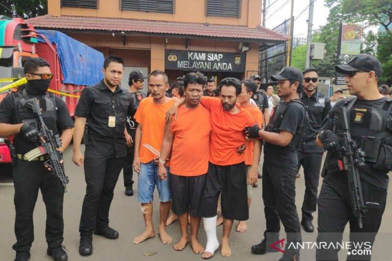 Polisi tembak enam dari belasan pencuri