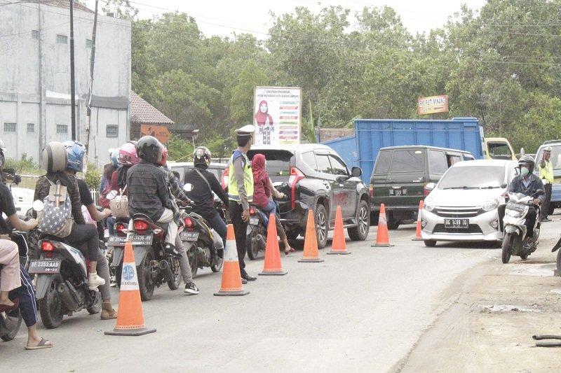 Arus lalu lintas jalan R.E. Martadinata makin padat wisatawan
